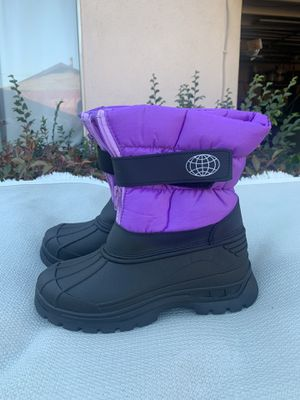 Snow boots for girls size 4 kids sizes for Sale in Bell Gardens, CA