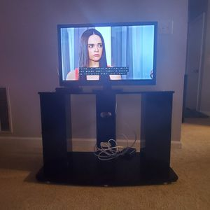 "TV emerson 32"" , tv stand and digital tv converter (3 items) for Sale in Lawrenceville, GA"