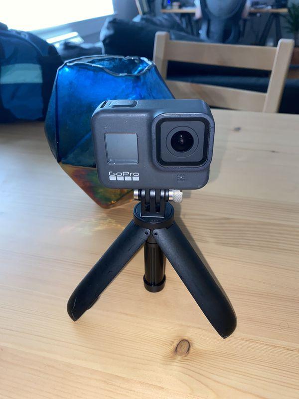 GoPro hero 8 w/ tripod and 32gb memory card