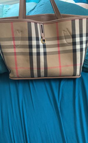 Used Reversible Burberry Hand Bag From Saks for Sale in Columbus, OH