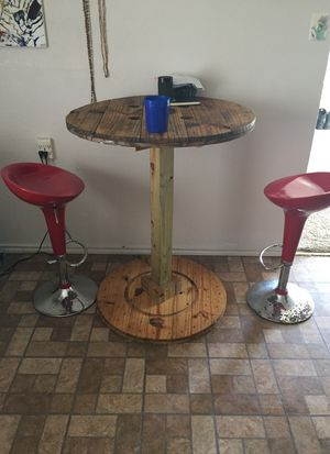 Spool table with hydraulic chairs for Sale in San Angelo, TX