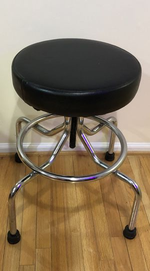 Black Round Bar Stool for Sale in Fairfax, VA