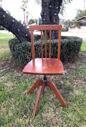 Kids desk swivel chair. for Sale in Phoenix, AZ