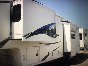 2011 heartland bighorn 4 slide out laundry hook up for Sale in Montclair, CA