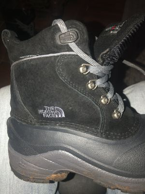 NORTHFACE BOOTS SIZE 2y for Sale in Wichita, KS