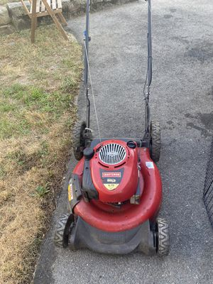 lawn mower turns on and stops working, I don't know what the problem is seeing for $ 50 I don't know which problem is defective but it turns on for Sale in Quincy, MA