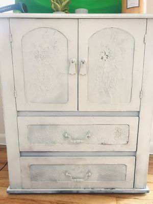 Vintage beautiful chest for Sale in Bel Air, MD