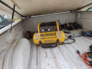 Use dewalt emglo compressor 200 psI exelent working condition for Sale in Lakewood, WA
