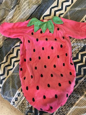 Strawberry baby costume for Sale in Los Angeles, CA