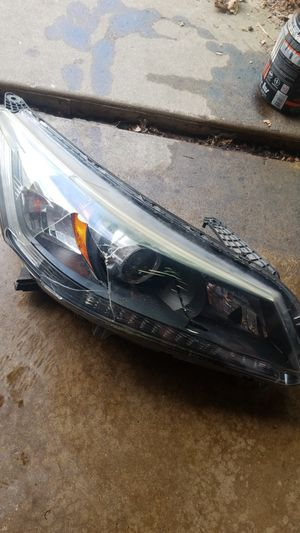 Cracked 2013-16 Honda accord headlight for Sale in Evanston, IL