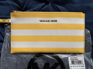 AUTHENTIC MICHAEL KORS WRISTLET for Sale in Severn, MD