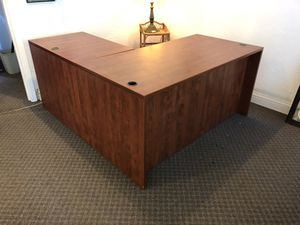 5'x5' L SHAPE DESK for Sale in Stockton, CA