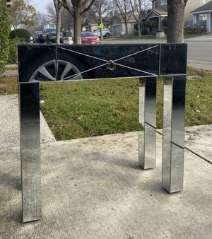 MIRRORED VANITY SIDE END TABLE & CHENILLE GREY CHAIR for Sale in Elk Grove, CA
