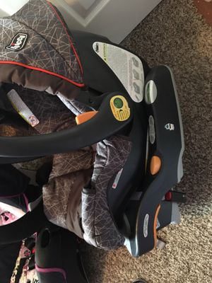 Chicco brand car seat with base for Sale in Dayton, OH