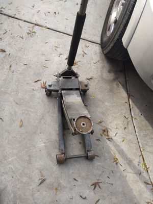 4 ton car jack for Sale in Bakersfield, CA