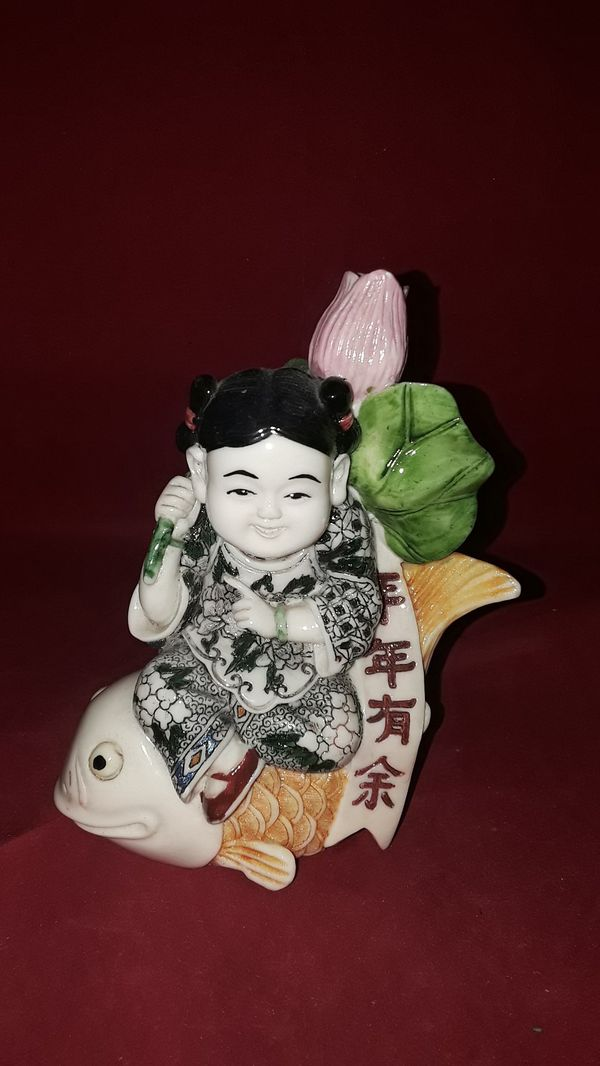 """CHINESE RESIN HAND PAINTED MULTI-COLOR GEISHA GIRL SITTING ON FISH 5-1/2"""" TALL"""