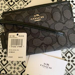 Coach woman's wallet new for Sale in Hialeah, FL