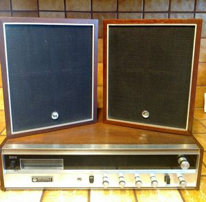 Motorola Stereophonic High Fidelity AM- FM 8 Track Tape Player and Speakers Wood Finish for Sale in Hesperia, CA