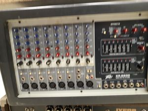 Peavey Powered Mixer XR8600 for Sale in Chicago, IL