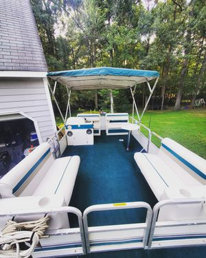 18ft pontoon boat for Sale in Chesterfield, VA