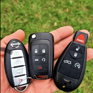 Controles Para Carros Smart Keys Fobs Remotes Chevy Cadillac GMC Toyota Honda Dodge Jeep Chrysler Ford Lincoln Nissan Infiniti for Sale in Los Angeles, CA