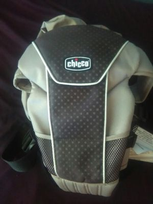 Chicco baby carrier for Sale in Grove City, OH