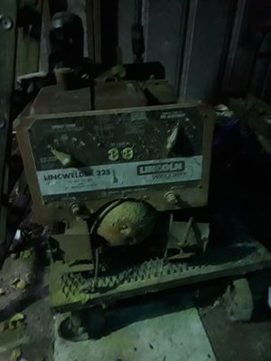 Lincoln olf school welder gas powered not sure if it works it used to for Sale in Puyallup, WA