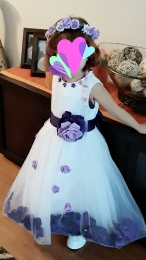 Wedding dress 3-4 years and flowers head..flowers hand .and accessories for Sale in Houston, TX