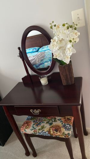 Vanity dressers and mirror fir $100 for Sale in Herndon, VA