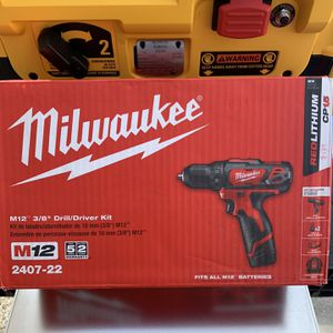 Milwaukee M12 12-Volt Lithium-Ion Cordless 3/8 in. Drill/Driver Kit with Two 1.5 Ah Batteries, Charger and Tool Bag for Sale in West Palm Beach, FL