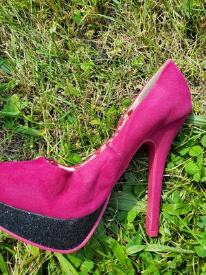 Deb brand hot pink heels, size 9 for Sale in Jonestown, PA