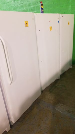 Freezer Frigidaire White Médium. New for Sale in Miami, FL
