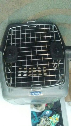 Medium pet crate for Sale in St. Louis, MO