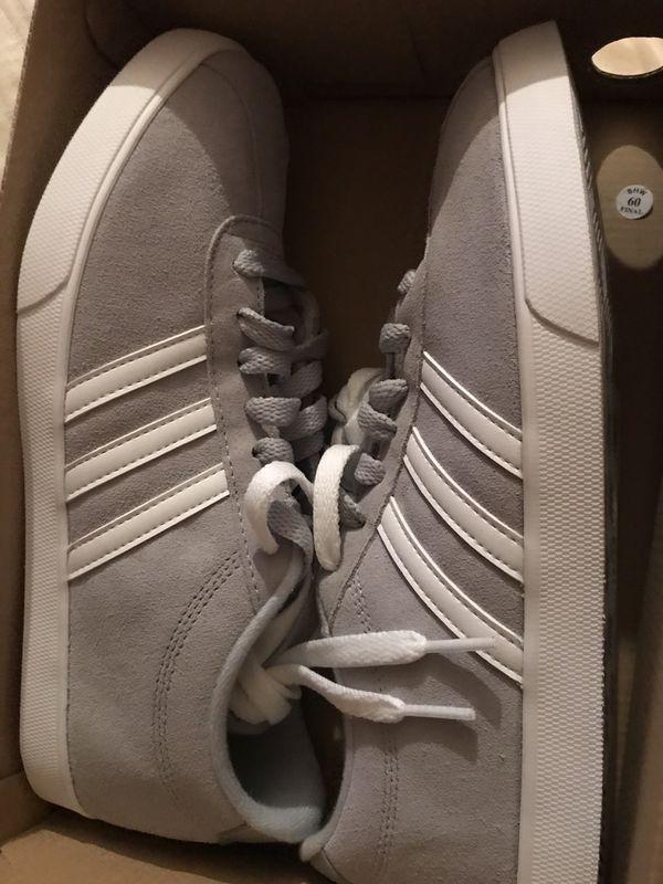 Adidas women sz 9 brand new
