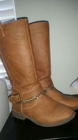 Girl boots Y size 2 for Sale in Fort Myers, FL