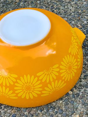 Old vintage Pyrex bowl for Sale in Graham, WA