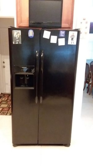 Frigidaire refrigerator and dishwasher for Sale in LXHTCHEE GRVS, FL