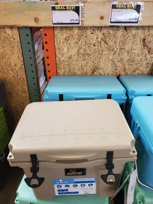 Nice 22 qt. Roto Molded Cooler for Sale in Lakewood, CA