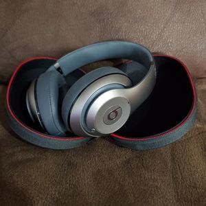 I sell Beats Studio, Like New for Sale in Queens, NY
