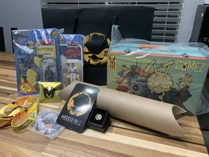 Mezco Toyz 1:12 Gold Gomez 18k gold head 20th year anniversary bundle for Sale in Modesto, CA