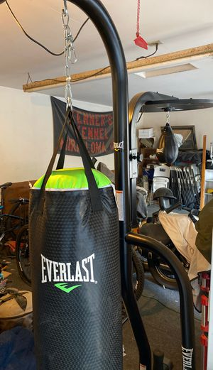 Everlast punching bag with stand and speed bag for Sale in Jurupa Valley, CA