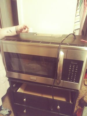 Frigidaire gallery microwave for Sale in Wichita, KS