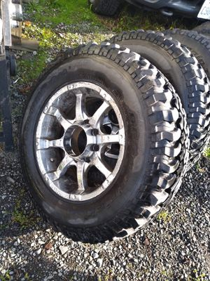 255/75/17r great tread come with 8 lug rims for Sale in Spanaway, WA