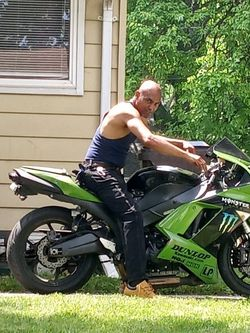Kawasaki Xzr6 Green And Black The Only Thing Is Wrong Is Me Mirrors And Fix Chain for Sale in Peoria,  IL