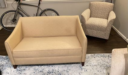 Love seat for Sale in Pikesville,  MD