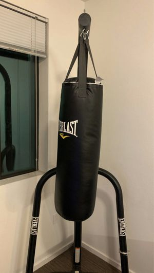 Everlast 70 lb punching bag with stand frame for Sale in Tucson, AZ