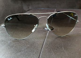 Ray Ban Aviator Sunglasses Unisex for Sale in Pittsburgh,  PA