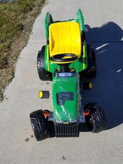 FARM TRACTOR JOHN DEERE for Sale in Lawndale,  CA