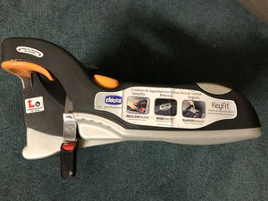 Baby Chicco KeyFit 30 car seat with base for Sale in Saint Paul, MN