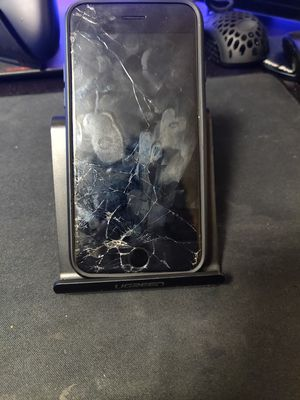 Cracked iPhone 8 64gb for Sale in Seattle, WA